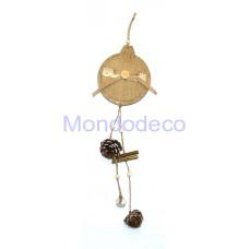 Appendino in legno a forma di sfera con juta, pigne e campanellino