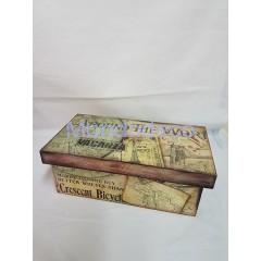 Scatola con coperchio in legno decorata a mano